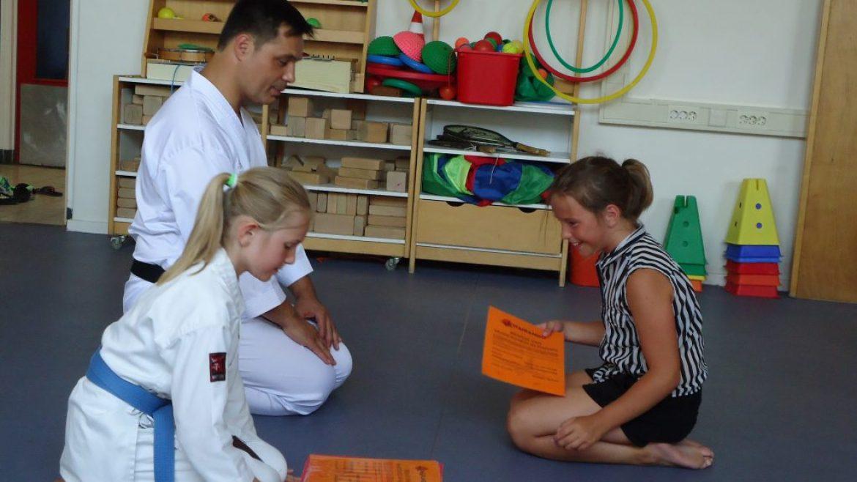 Karatelessen op CBS De Schalm